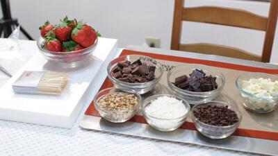 مواد اولیه برای تزیین توت فرنگی با شکلات