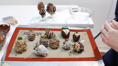 تزیین توت فرنگی با شکلات سفید