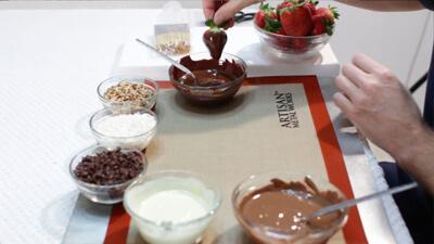 تزیین توت فرنگی با شکلات در منزل