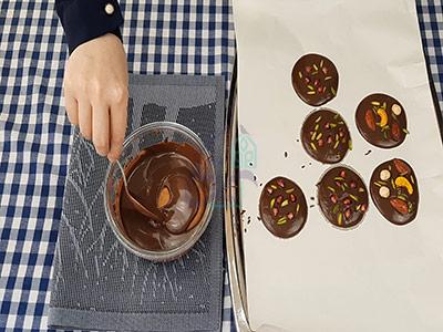 طرز تهیه شکلات اناری با بیسکوییت