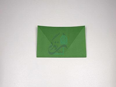 تا کردن کاغذ برای اوریگامی قورباغه پرشی