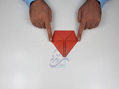 تا کردن گوشه های قلب برای اوریگامی سه بعدی قلب