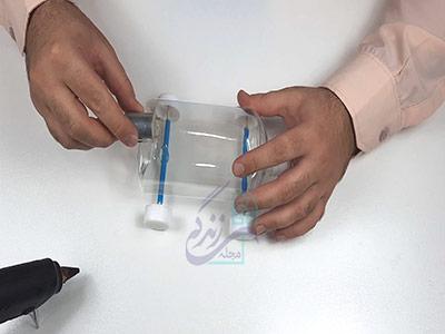 چسباندن آرمیچر به بدنه بطری برای ساخت کاردستی با آرمیچر