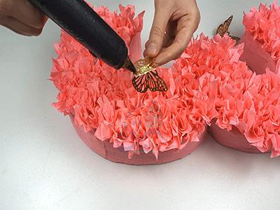 تزئین استند عدد تولد با پروانه