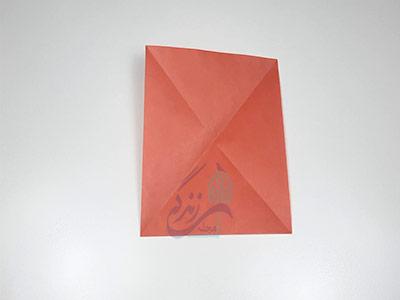 تا کردن کاغذ برای ساخت اوریگامی لب