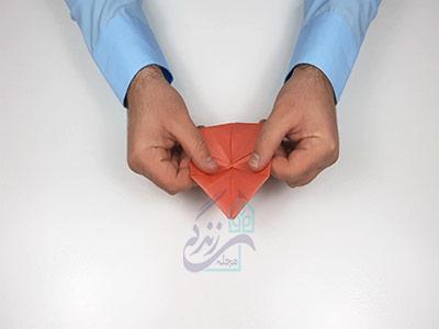 افقی تا کردن کاغذ برای اوریگامی لب