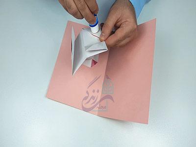 چسباندن اوریگامی لب به کارت پستال