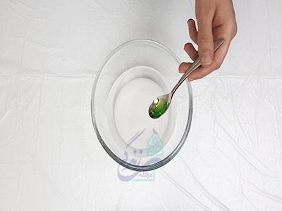 اضافه کردن مایع ظرفشویی به محلول برای تمیز کردن دیوار