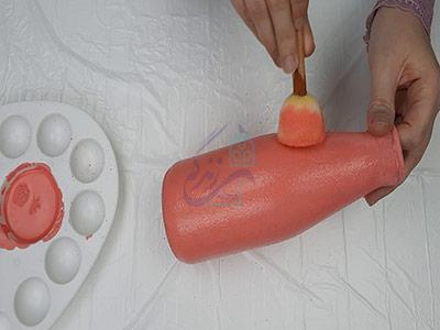 رنگ کردن بطری با رنگ اکرولیک برای ساخت گلدان با بطری