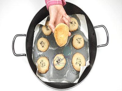 طلایی شدن ته شیرین برای طرز تهیه شیرینی خشک ساده