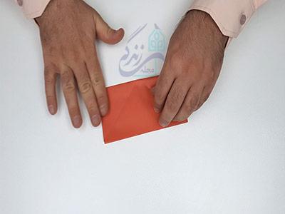 تا کردن افقی کاغذ در اوریگامی پروانه سه بعدی