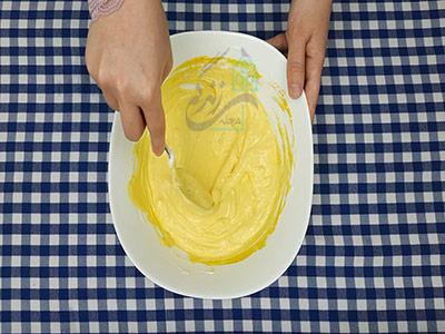 استراحت دادن خمیر در طرز تهیه زولبیا خانگی