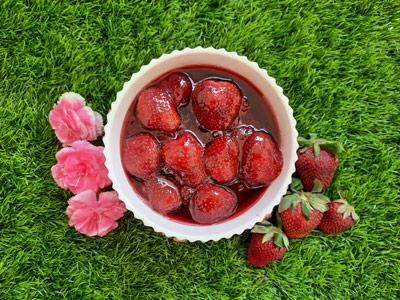 طرز تهیه مربا توت فرنگی خوشرنگ و خوشمزه
