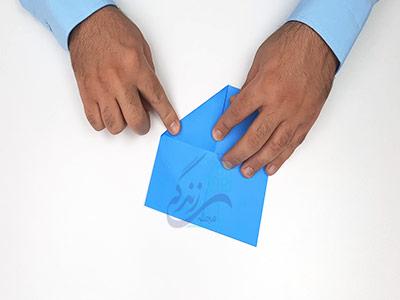 تا کردن گوشه های کاغذ در کاردستی جعبه