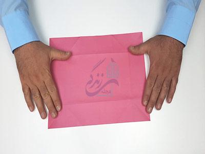 تا کردن گوشه کاغذ در آموزش کاردستی جعبه
