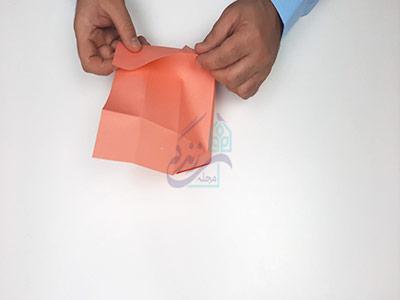 تا کردن کاغذ به سمت پشت در آموزش کاردستی جعبه