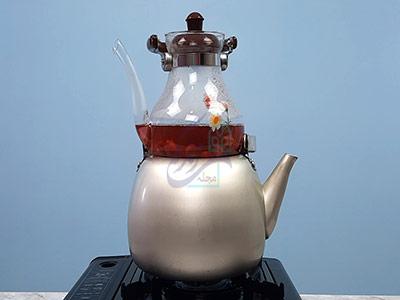 قرار دادن چای آلبالو روی حرارت