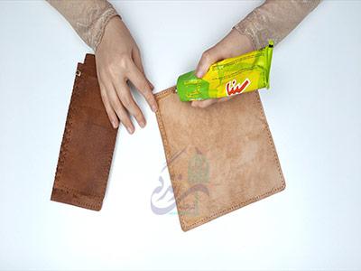 چسب زدن بدنه اصلی در آموزش دوخت کیف چرم